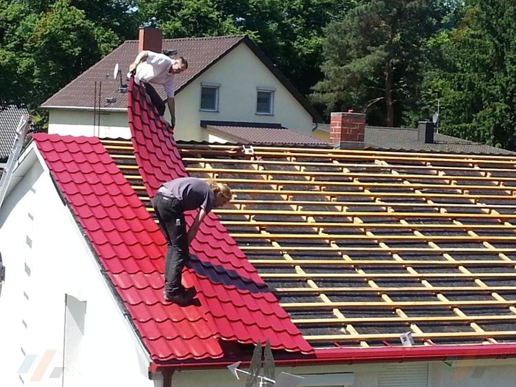 Bevorzugt Fotostrecke: Montage von Pfannenprofilblechen | der Dachplattenprofi! GN38